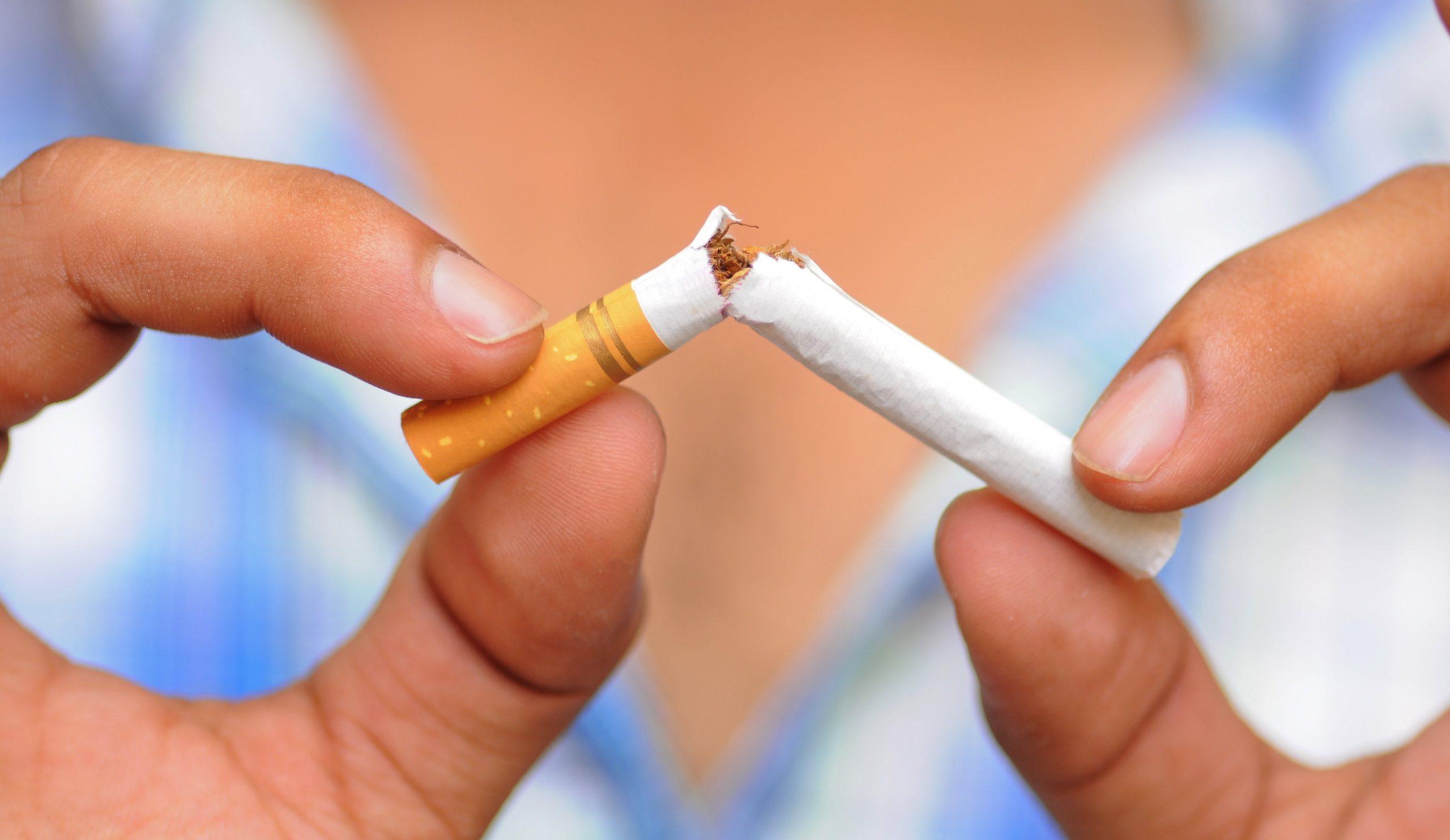 mit dohányozni leszokni Abbahagyni a dohányzást torokfájás mit kell tenni